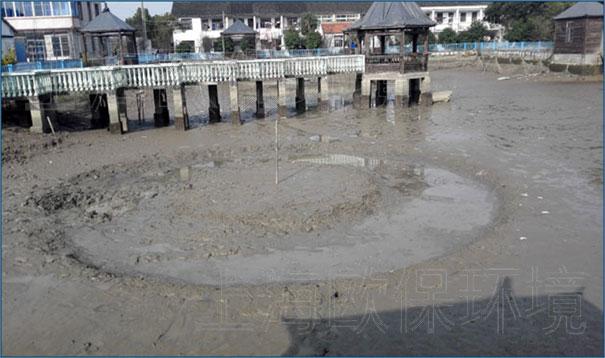 浙江某公园内湖,清淤泥设备经过3个月时间的淤泥固化运转,底泥量减少量达100立方米,一方面改善水体环境,同时很好的解决了淤泥清淤运输难、处理难的问题。